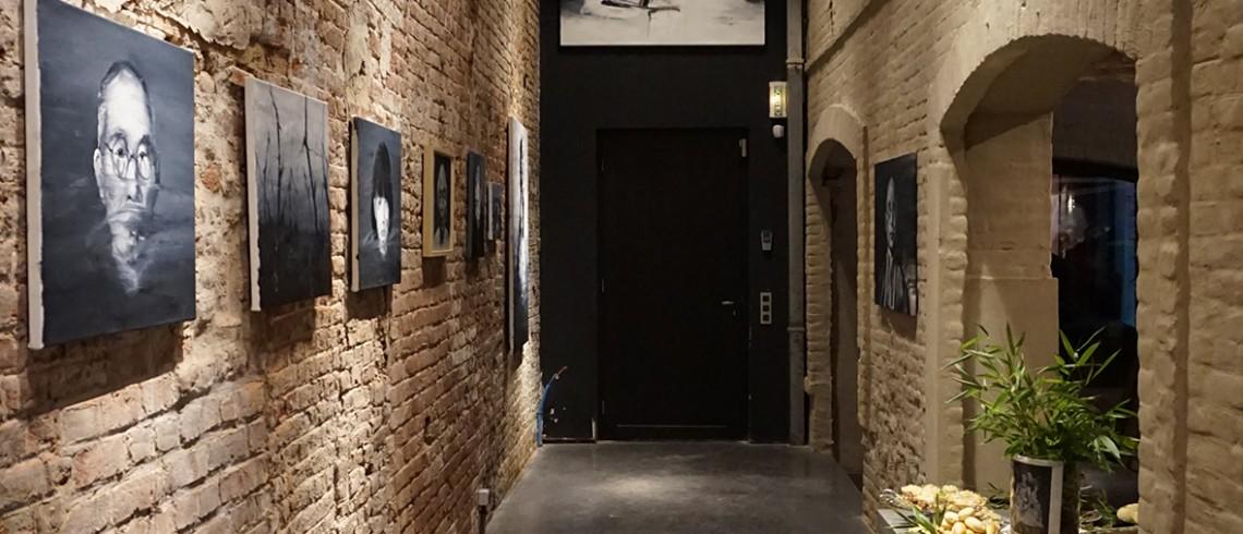 exposition du peintre etienne cail au sein de l 39 agence d architecture int rieure guillaume da. Black Bedroom Furniture Sets. Home Design Ideas